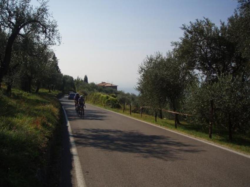 Peter ed Andreas in testa dopo 3 km di salita